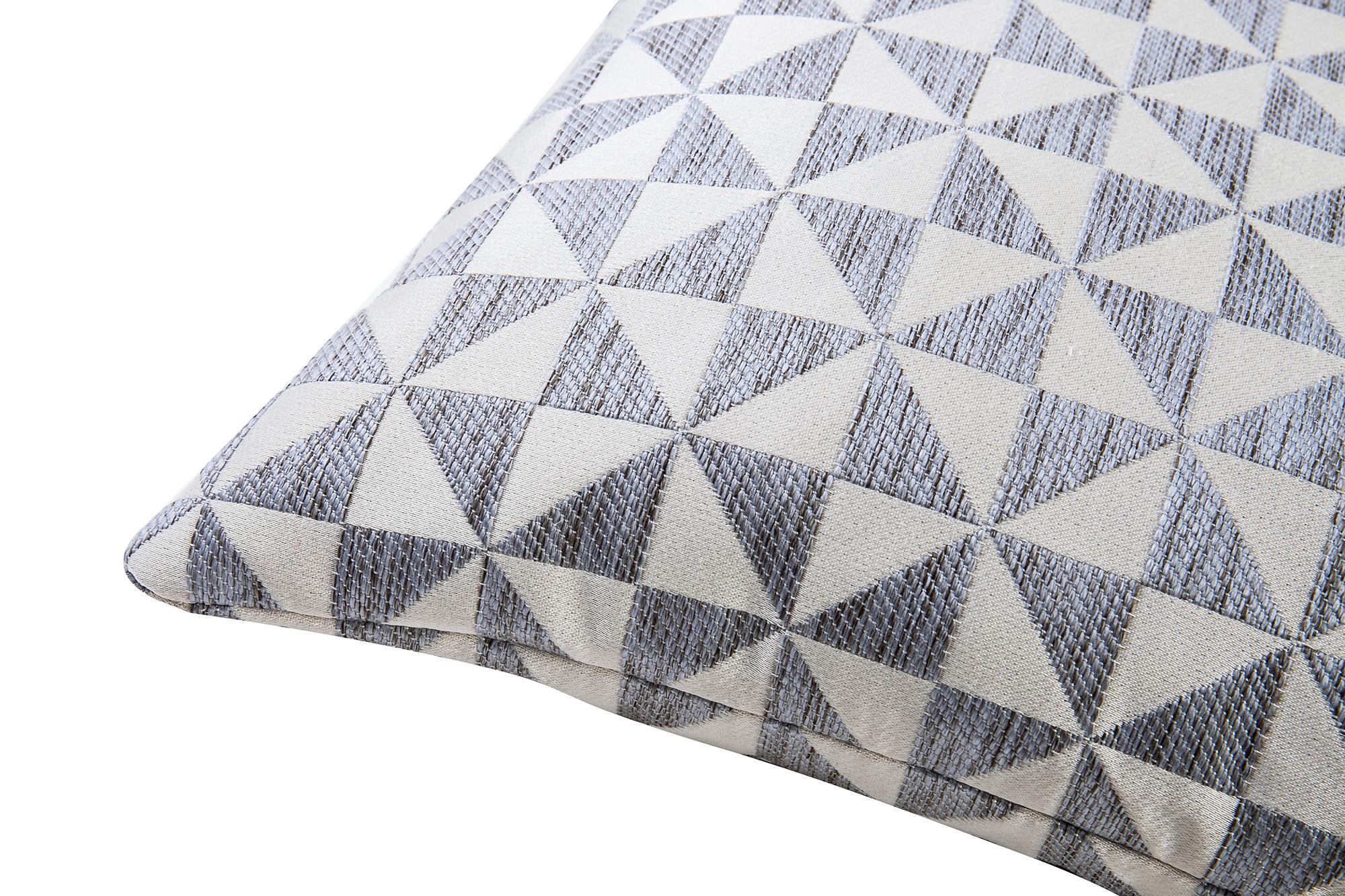 Liang & Eimil ZD-PW-0023 Colbert Silver Pillow (3)